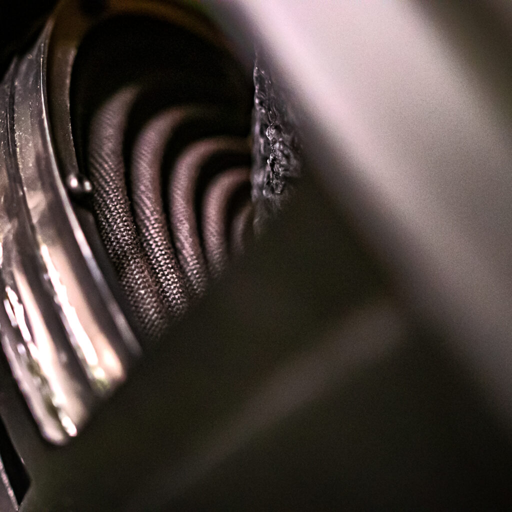 HDX418 Spider and Cone, Medium Close-up. For best performance form your subwoofer, proper break-in is essential.